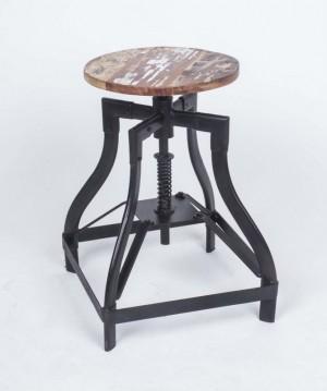 Hocher aus Metall/Holz  im Industriedesign, Sitzhöhe 50 cm