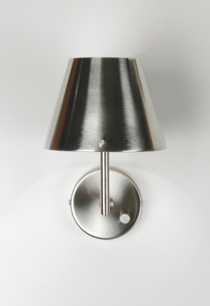 Wandlampe mit eine Lampenschirm aus Metall, Farbe Silber-satiniert, Wandlampe mit Lampenschirm