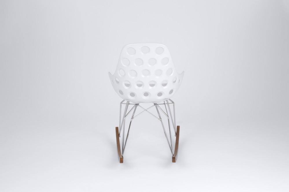 Design Schaukelstuhl weiß, verchromtes Gestell, Sitzhöhe 47 cm