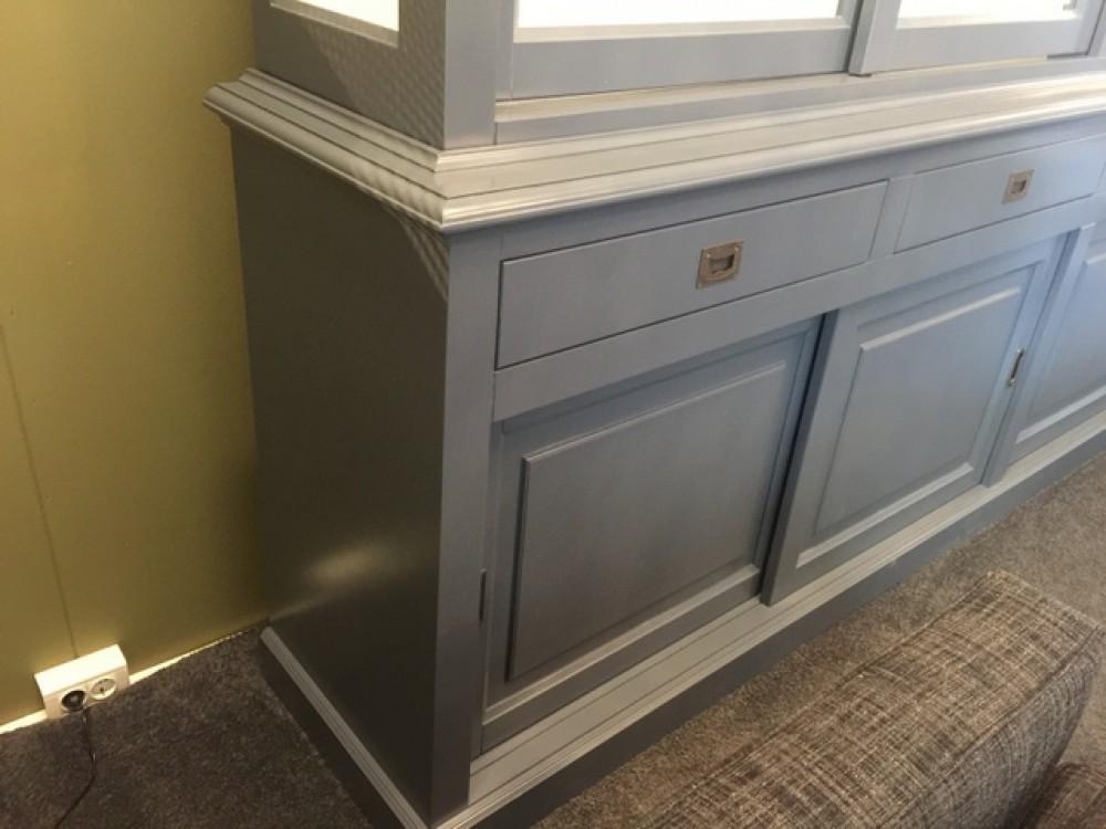 vitrine grau mit schiebet ren geschirrschrank grau wei massivholz schrank grau landhaus. Black Bedroom Furniture Sets. Home Design Ideas