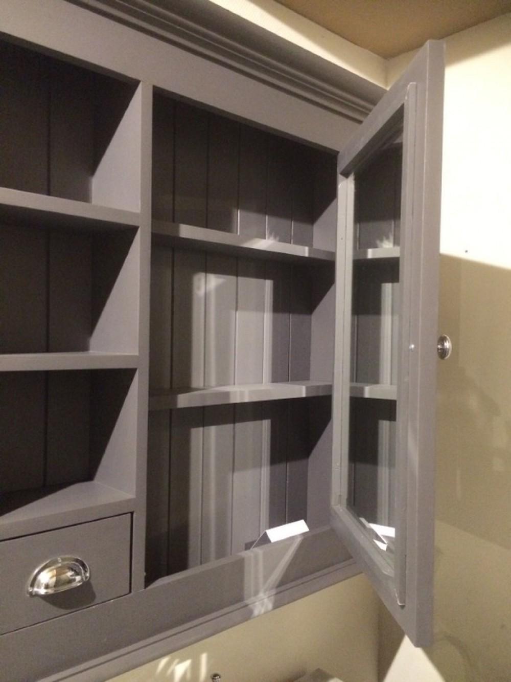 Waschtisch schwarz mit einem spiegelschrank for Bad spiegelschrank schwarz
