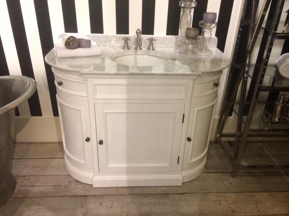 waschtisch wei im landhausstil badem bel wei waschtisch eiche massiv bad waschtische. Black Bedroom Furniture Sets. Home Design Ideas