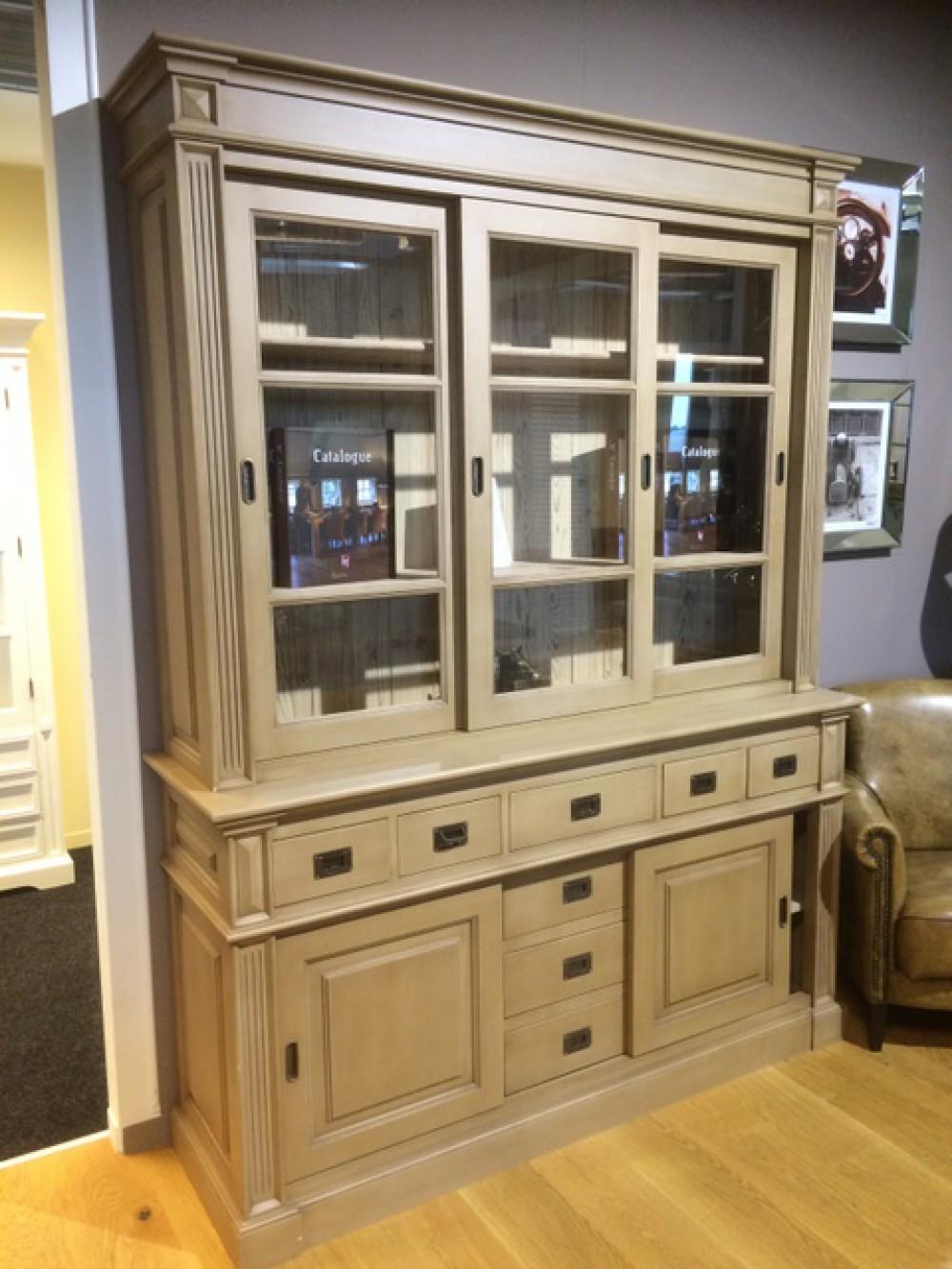 vitrine taupe geschirrschrank mit schiebet ren aus massivholz taupe k chenschrank im landhausstil. Black Bedroom Furniture Sets. Home Design Ideas