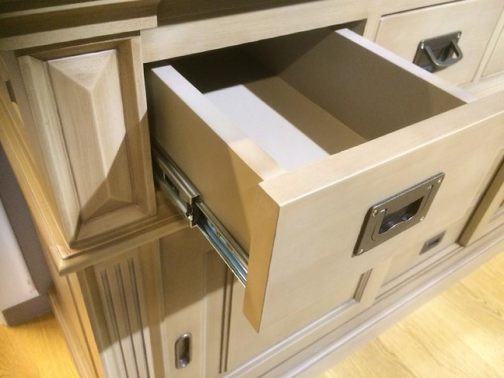 vitrine taupe geschirrschrank mit schiebet ren aus massivholz taupe k chenschrank im. Black Bedroom Furniture Sets. Home Design Ideas