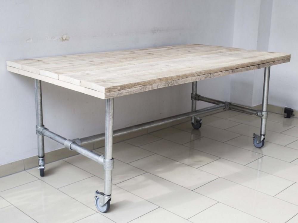 Esstisch Im Industriedesign Mit Rollen Tisch Mit Tischbeinen Aus