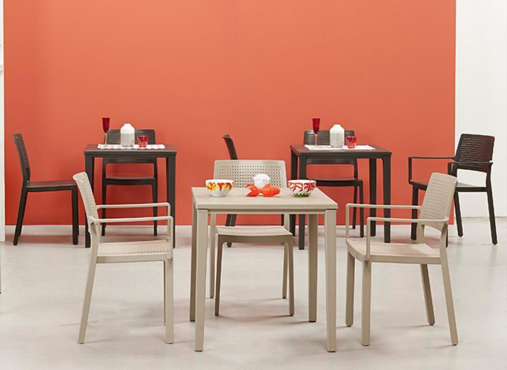 stuhl mit armlehne indoor outdoor wei aus kunststoff stapelbar. Black Bedroom Furniture Sets. Home Design Ideas