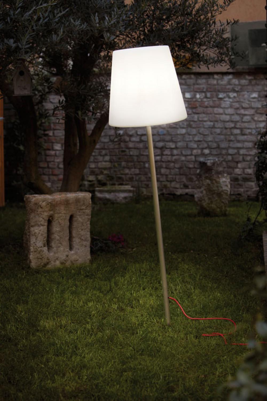 Garten-Stehleuchte aus Kunststoff, Outdoor Stehlampe mit