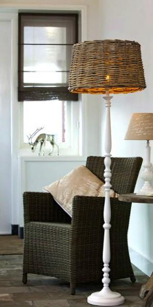 Stehleuchte mit Lampenschirm im Landhausstil, Stehlampe mit  Rattan Lampenschirm