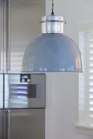 Pendelleuchte im Industriedesign, Hängeleuchte Blau-Silber, Durchmesser 40 cm