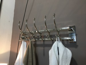 Garderobe verchromt Metall, Wandgarderobe silber Landhaus