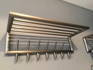 Wandgarderobe Edelstahl mit Hutablage, Garderobe Metall 7Haken mit  Ablage, Breite 75 cm