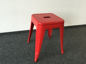 Hocker Metall rot im Industriedesign, Sitzhöhe 45 cm