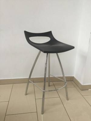 Design Barhocker schwarz, Barstuhl schwarz verchromtes Gestell, Sitzhöhe 80 cm