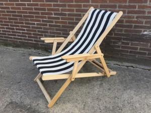 Liegestuhl schwarz-weiß gestreift , Gartenliege, Strandstuhl schwarz-weiß