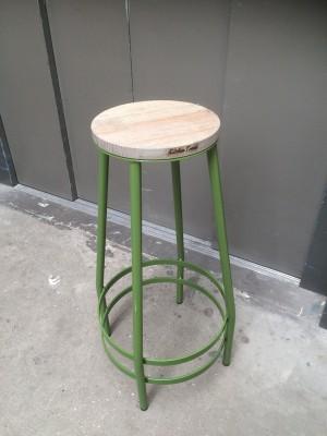 Barhocker Metall-Gestell, Tresenhocker  Farbe grün, Sitzhöhe 74 cm