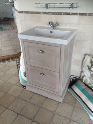 Waschtisch im Landhausstil, Farbe woodwash, Breite 60 cm