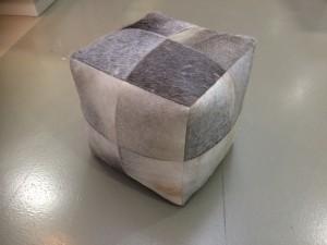 Hocker  Kuhfell, Sitzwürfel, Maße 45x45 cm