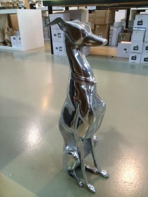 Hund aus Aluminium