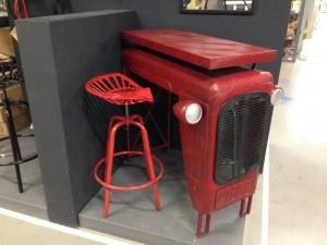 Traktortisch rot, Bartisch rot, Theke rot, Bartisch Traktor im Industriedesign, Höhe 104 cm
