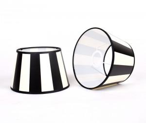 Gestreifter Lampenschirm, Farbe schwarz-weiß, Form rund Ø 25 cm