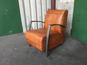 Sessel im Industriedesign mit Armlehne, Kunstleder cognac, Metall