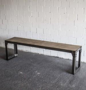 Bank aus Metall-Massivholz, Sitzbank im Industriedesign, Länge 160 cm