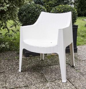 Outdoor-Stuhl weiß mit Armlehne, Gartenstuhl  weiß aus Kunststoff mit Armlehne