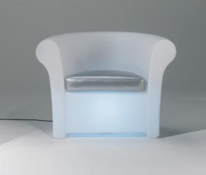 Leuchtsessel aus Kunststoff, Outdoor Sessel in Weiß leuchtend