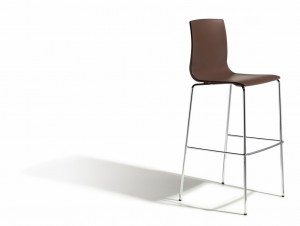 Design Barstuhl, braun, stapelbar, Sitzhöhe 80 cm