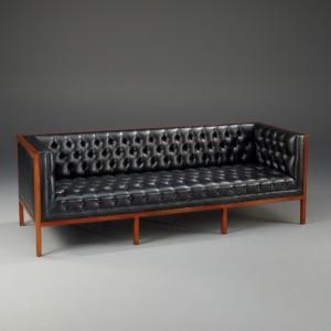 Exklusive Möbel, Sofa mit Leder bezogen, 3 Sitzer im klassischen Stil
